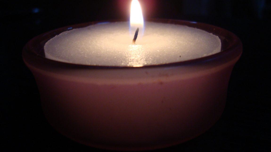 Tenne lys og minnes de døde